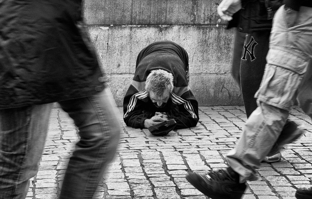 beggar at the Charles Bridge, Prague by Sandra Druschke under CC license